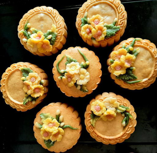 handmade mooncake market gets busy ahead of mid-autumn festival 2019 hinh 2