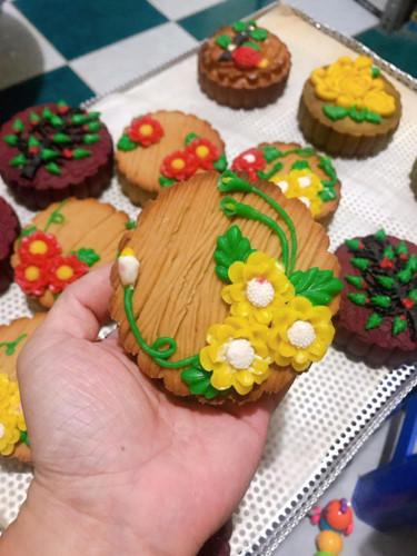 handmade mooncake market gets busy ahead of mid-autumn festival 2019 hinh 4