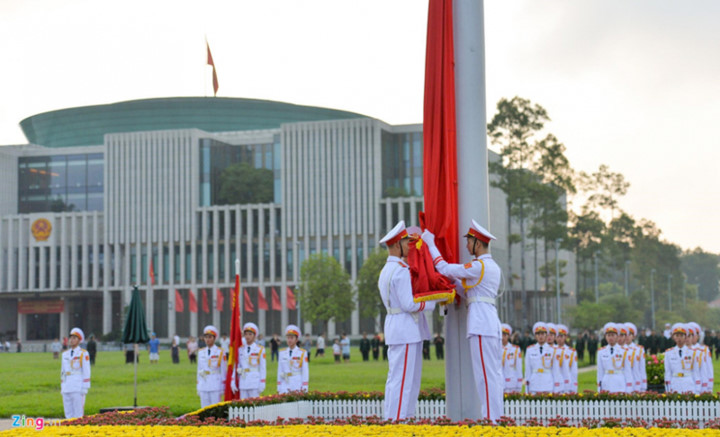 ba dinh square hosts flag raising ceremony to commemorate national day hinh 4