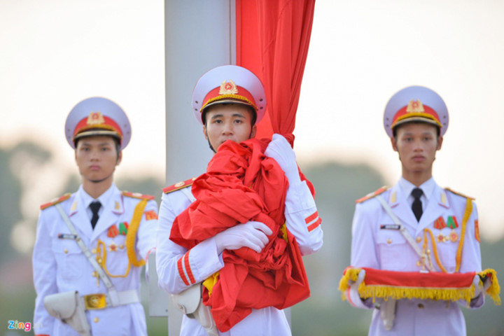 ba dinh square hosts flag raising ceremony to commemorate national day hinh 5