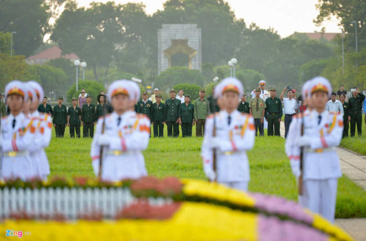 ba dinh square hosts flag raising ceremony to commemorate national day hinh 7