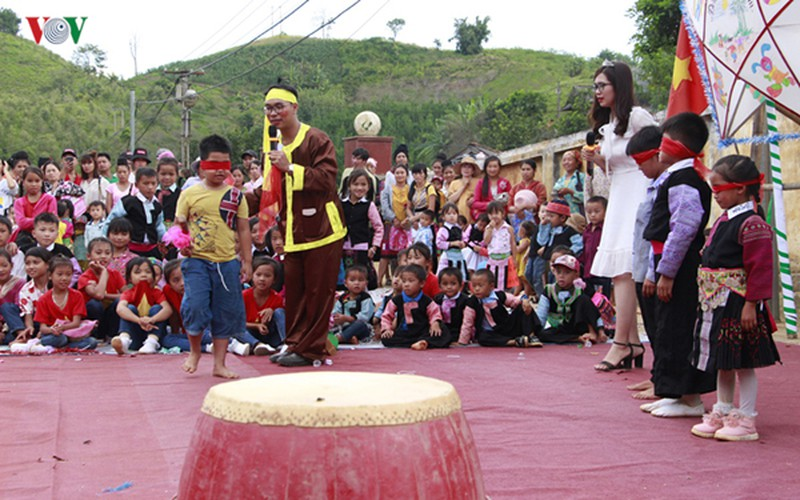 ethnic children in mountainous region celebrate mid-autumn festival early hinh 10