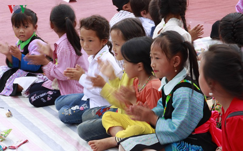 ethnic children in mountainous region celebrate mid-autumn festival early hinh 7