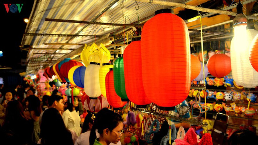 lantern street brought to life in hcm city for mid-autumn festival hinh 2