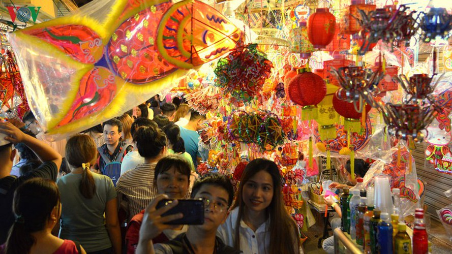 lantern street brought to life in hcm city for mid-autumn festival hinh 4