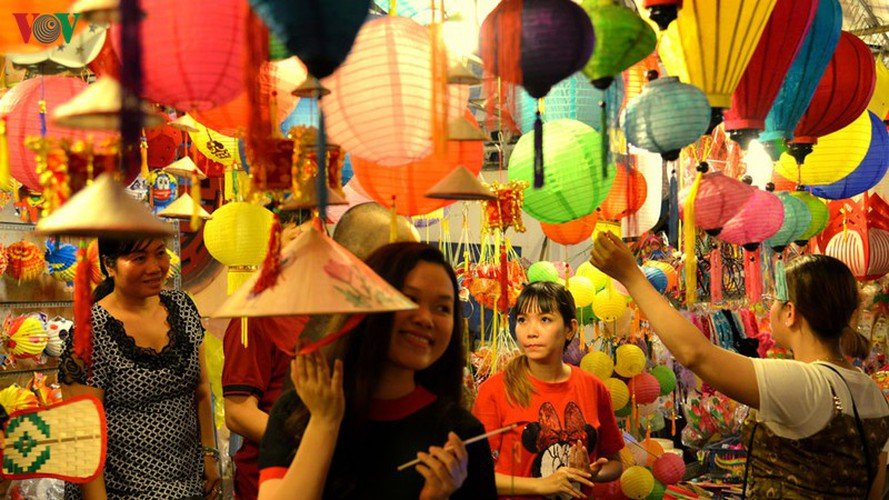 lantern street brought to life in hcm city for mid-autumn festival hinh 7