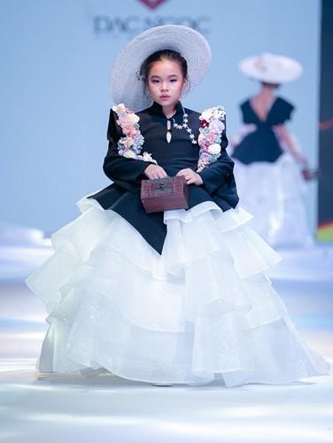 designer dac ngoc debuts collection during bangkok kids fashion show hinh 6