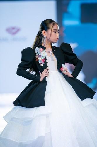 designer dac ngoc debuts collection during bangkok kids fashion show hinh 7