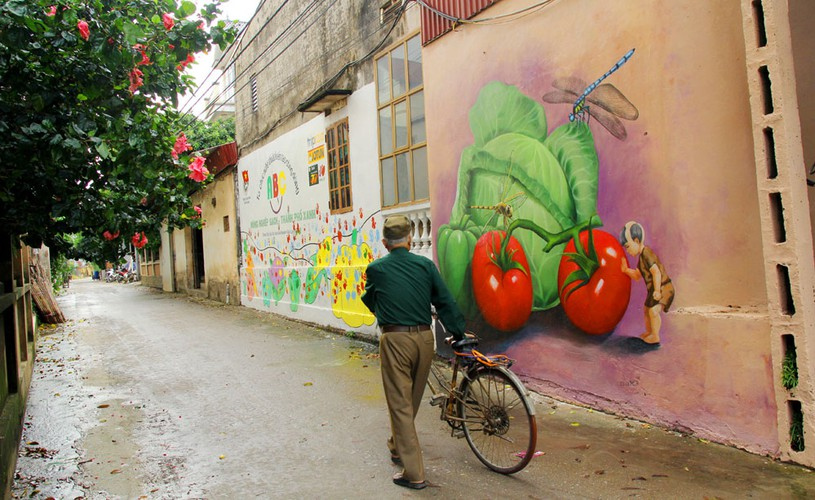 an insight into the fascinating murals on display in hanoi's chu xa village hinh 3