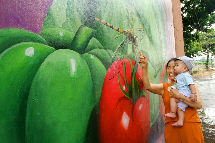 an insight into the fascinating murals on display in hanoi's chu xa village hinh 8