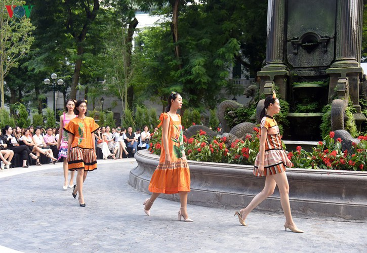 vietnam fashion week spring/summer 2020 opens to fanfare in hanoi hinh 13