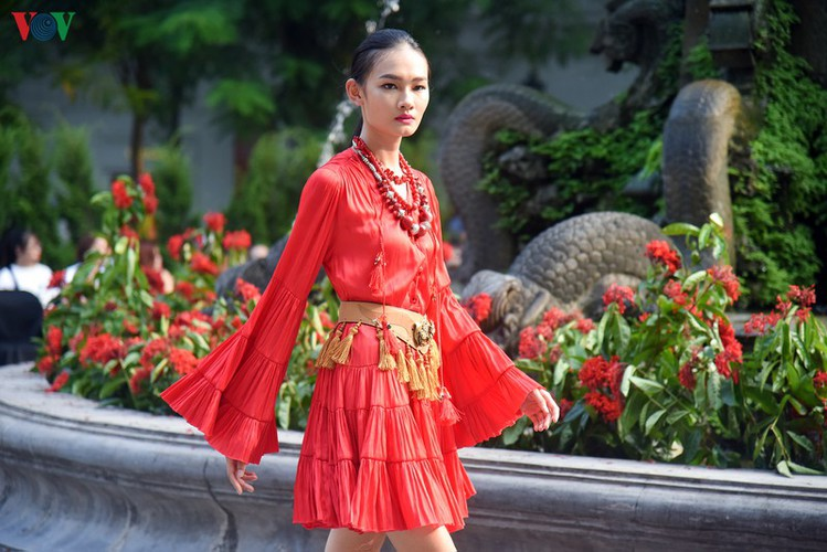 vietnam fashion week spring/summer 2020 opens to fanfare in hanoi hinh 17