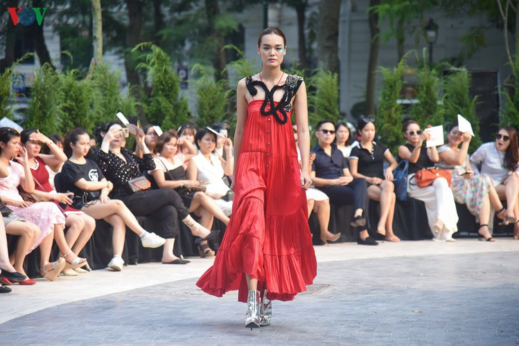 vietnam fashion week spring/summer 2020 opens to fanfare in hanoi hinh 18
