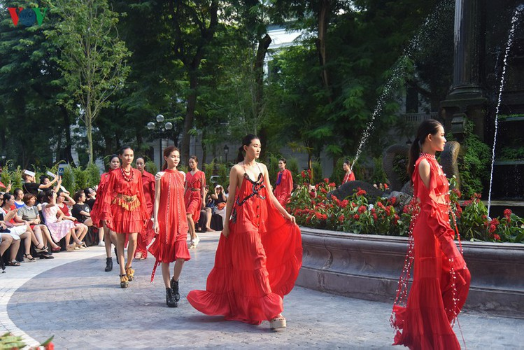 vietnam fashion week spring/summer 2020 opens to fanfare in hanoi hinh 21