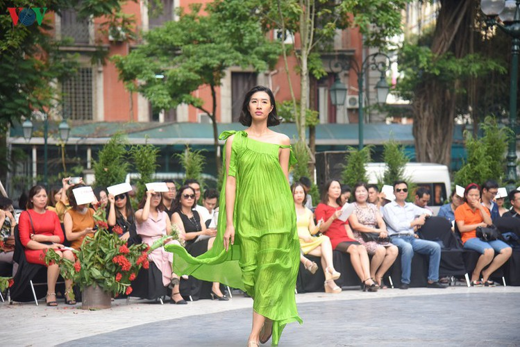 vietnam fashion week spring/summer 2020 opens to fanfare in hanoi hinh 5