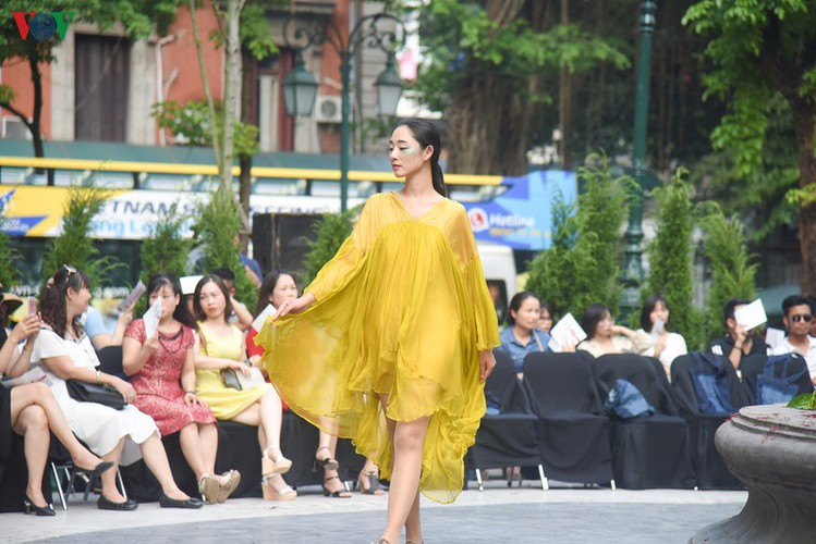 vietnam fashion week spring/summer 2020 opens to fanfare in hanoi hinh 9