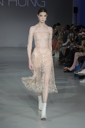 tran hung showcases stunning designs at london fashion week hinh 3