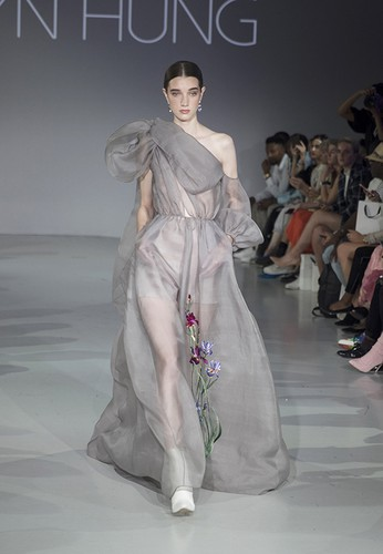 tran hung showcases stunning designs at london fashion week hinh 5