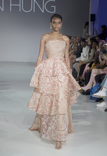tran hung showcases stunning designs at london fashion week hinh 7