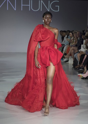 tran hung showcases stunning designs at london fashion week hinh 9