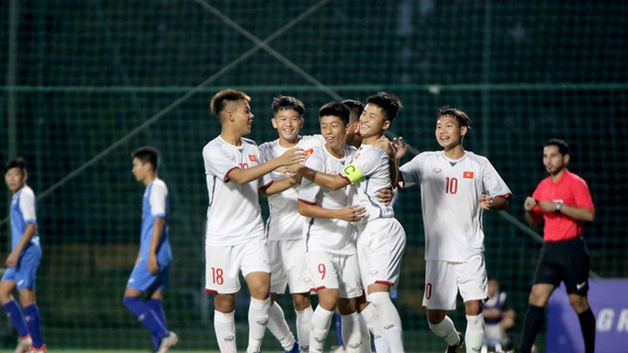 vietnam's u16s stroll to 7-0 win over mongolia in afc championship qualifiers hinh 5