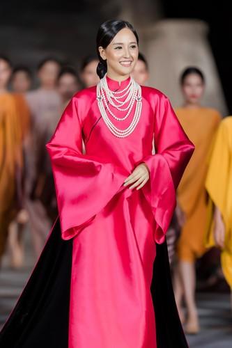 phuong thuy dazzles in ao dai fashion show hinh 2