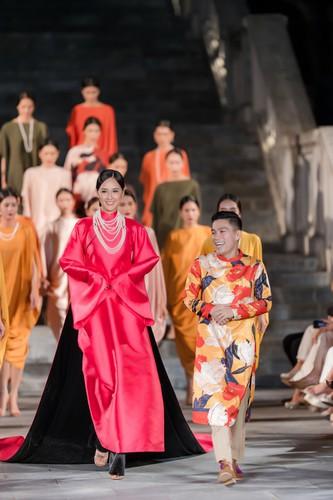 phuong thuy dazzles in ao dai fashion show hinh 7