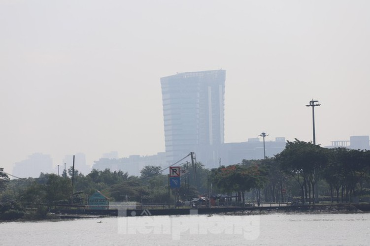 low visibility hampers commuters as fog hits hcm city hinh 10