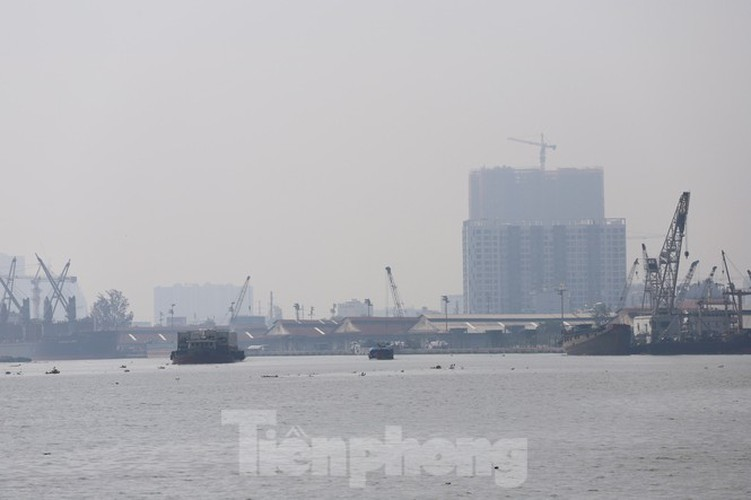 low visibility hampers commuters as fog hits hcm city hinh 11