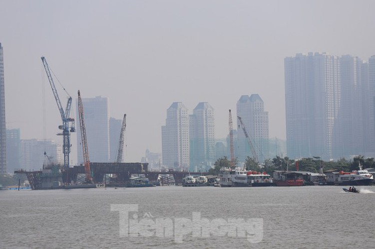 low visibility hampers commuters as fog hits hcm city hinh 13