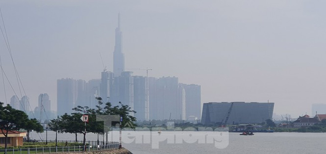 low visibility hampers commuters as fog hits hcm city hinh 6