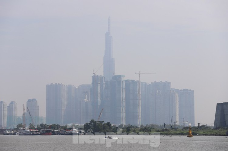 low visibility hampers commuters as fog hits hcm city hinh 7