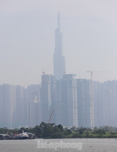 low visibility hampers commuters as fog hits hcm city hinh 8
