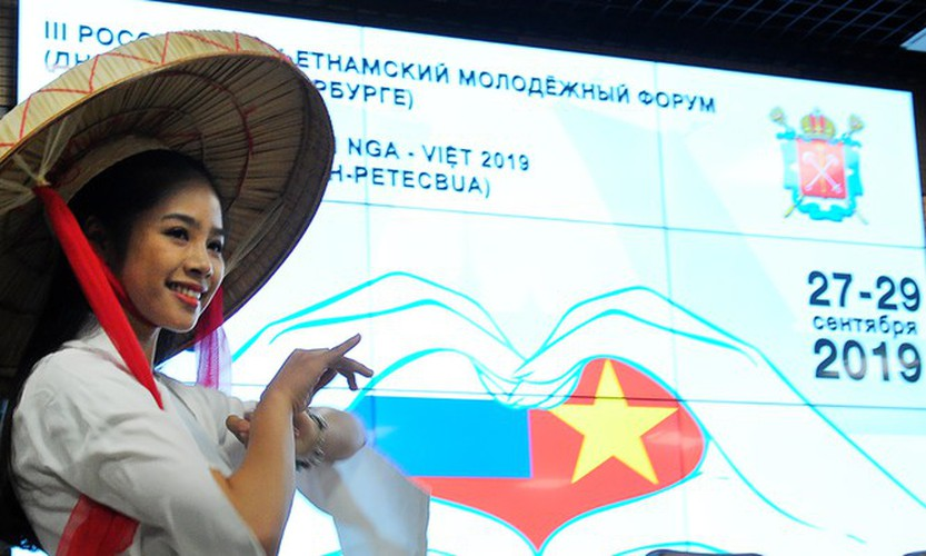 vietnamese, russian youngsters seek ways to preserve cultural diversity hinh 4