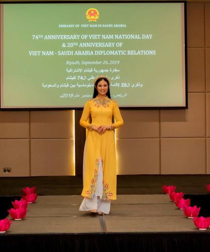 ngoc han unveils new ao dai collection in saudi arabia hinh 9