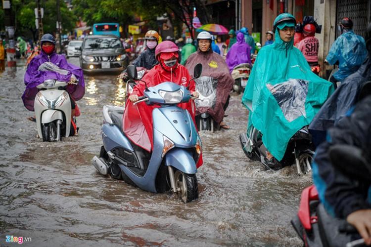heavy rain serves to ease air pollution in hanoi hinh 1