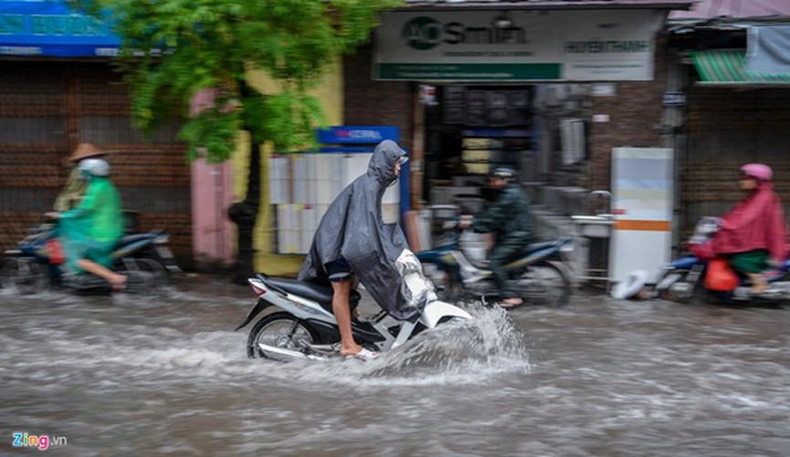 heavy rain serves to ease air pollution in hanoi hinh 2