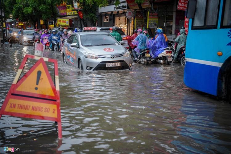 heavy rain serves to ease air pollution in hanoi hinh 4