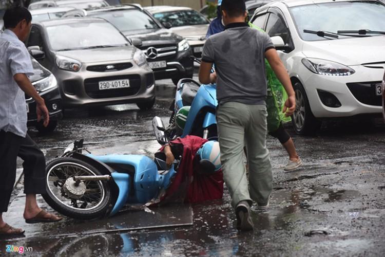 heavy rain serves to ease air pollution in hanoi hinh 6