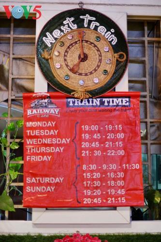 unique railway cafe in hanoi hinh 14