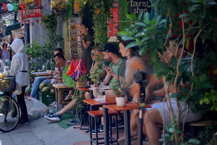 unique railway cafe in hanoi hinh 3