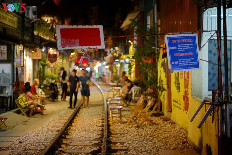 unique railway cafe in hanoi hinh 9