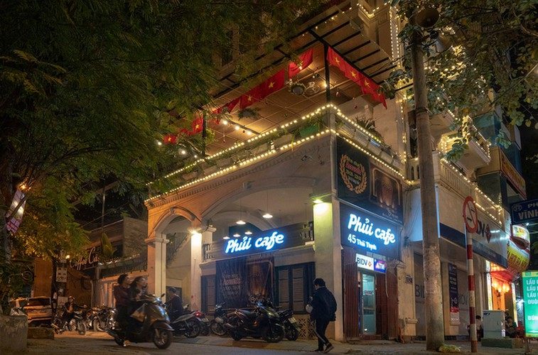 four famous coffee shops located in hanoi perfect for football fans hinh 1