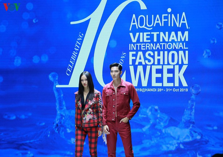 designers poised to debut fashion collections at vietnam international fashion week hinh 11