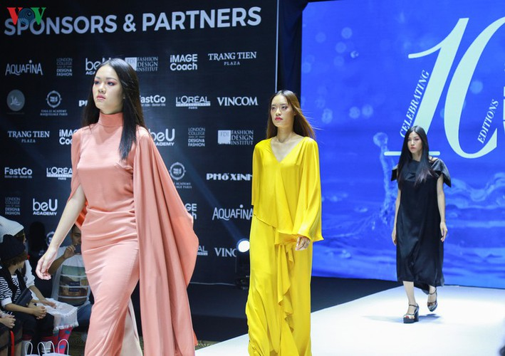 designers poised to debut fashion collections at vietnam international fashion week hinh 4