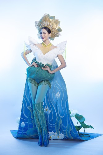 hoang hanh reveals national costume of 5,000 crystals for miss earth show hinh 11