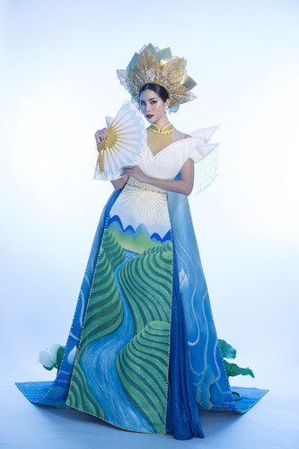 hoang hanh reveals national costume of 5,000 crystals for miss earth show hinh 1