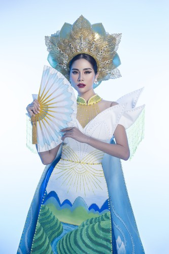 hoang hanh reveals national costume of 5,000 crystals for miss earth show hinh 2