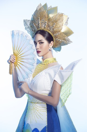 hoang hanh reveals national costume of 5,000 crystals for miss earth show hinh 7