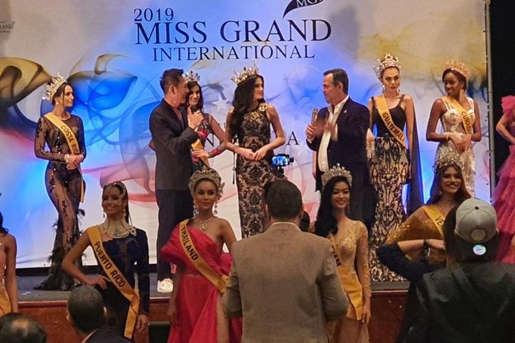 kieu loan comes sixth in top 21 at historic crowns fashion show hinh 11